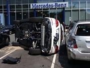 Prueba de manejo de un Mercedes-Benz termina en choque