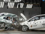 Prueba de choque entre un Corolla 1998 y un Corolla 2015