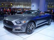 Ford Mustang Convertible 2015, pony al aire libre