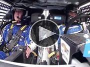 Mark Zuckerberg prueba un auto de NASCAR