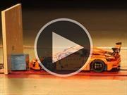 Video: Un auto de LEGO se somete a un crash test