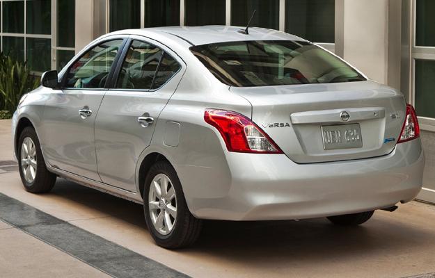 Nissan Versa 2012 sedan el vehículo más económico en EUA