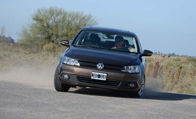 VW Vento 2.5 Luxury 2011: renovada segunda generación