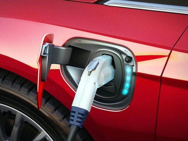 BMW y Nissan amplían red de carga para autos eléctricos en EU