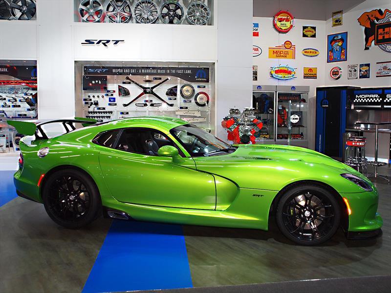 SRT Viper estrena un llamativo color Stryker Green