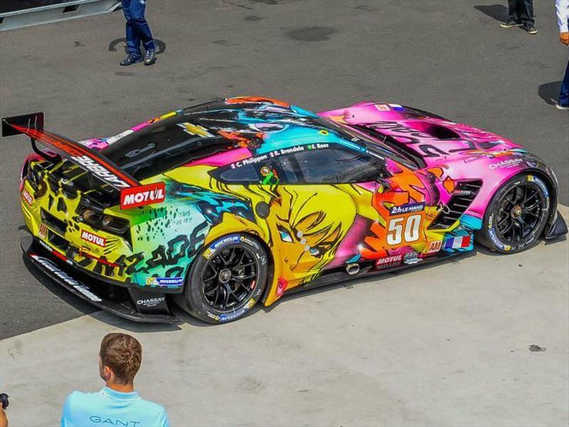 Corvette que brilla en la oscuridad participa en las 24 Horas de Le Mans