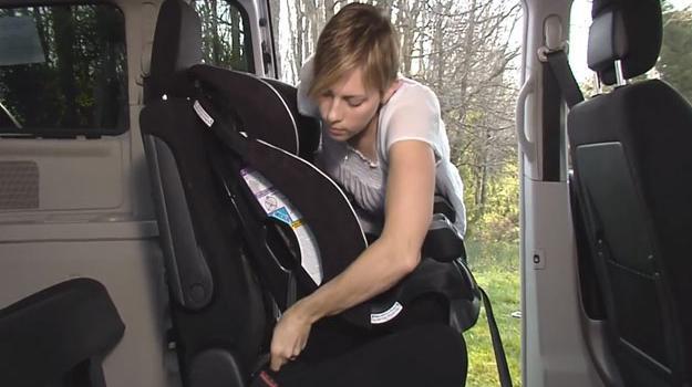 Sistemas LATCH en los autos son difíciles de usar: IIHS
