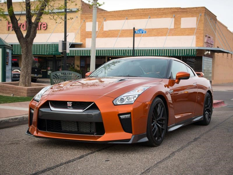 Primer contacto con el Nissan GT-R 2017