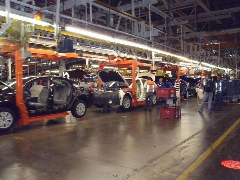 Ford cancela inversión en México tras presión de Trump