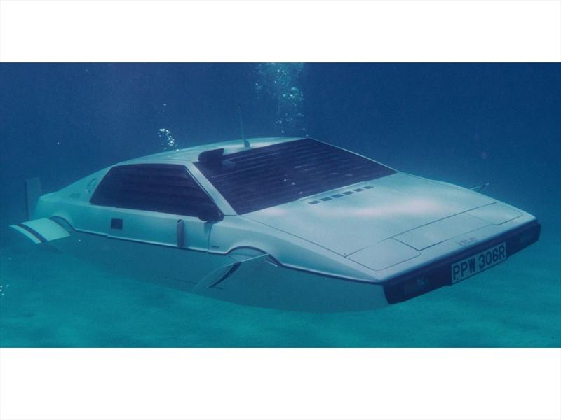 El Lotus Esprit submarino de James Bond será subastado