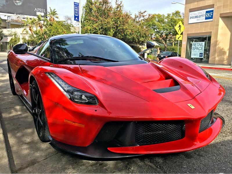Floyd Mayweather agrega dos Ferrari LaFerrari a su colección de autos