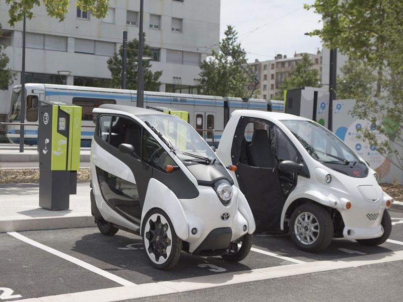 Toyota i-ROAD y COMS: Ambos son parte del transporte público en Francia