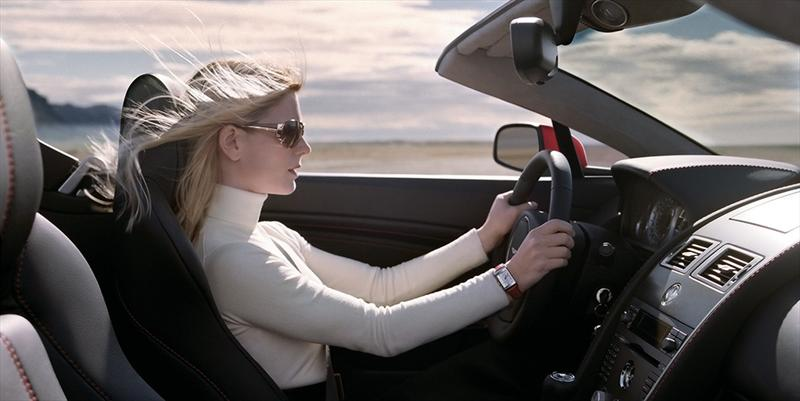 ¿Cómo manejar un auto de transmisión manual?