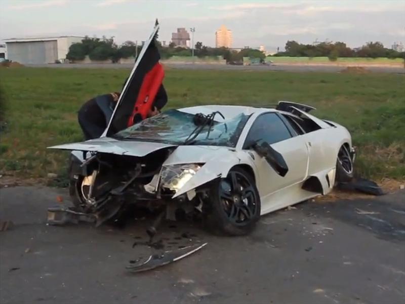 Lamborghini Murcielago humillado por helicóptero de juguete