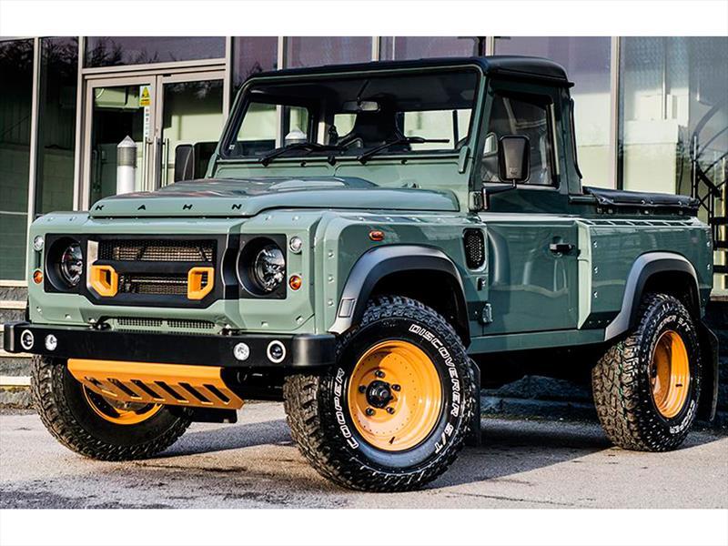 Land Rover Defender Pickup modificado por Kahn Design - Autocosmos.com