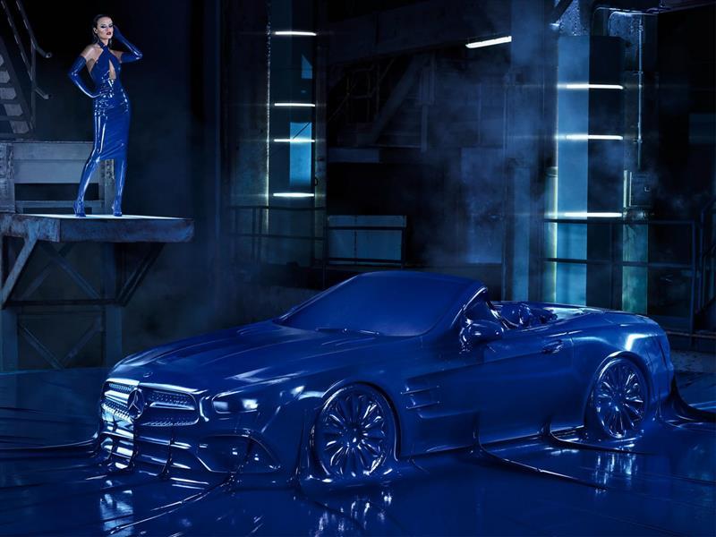 Mercedes-Benz envuelve en látex uno de sus autos