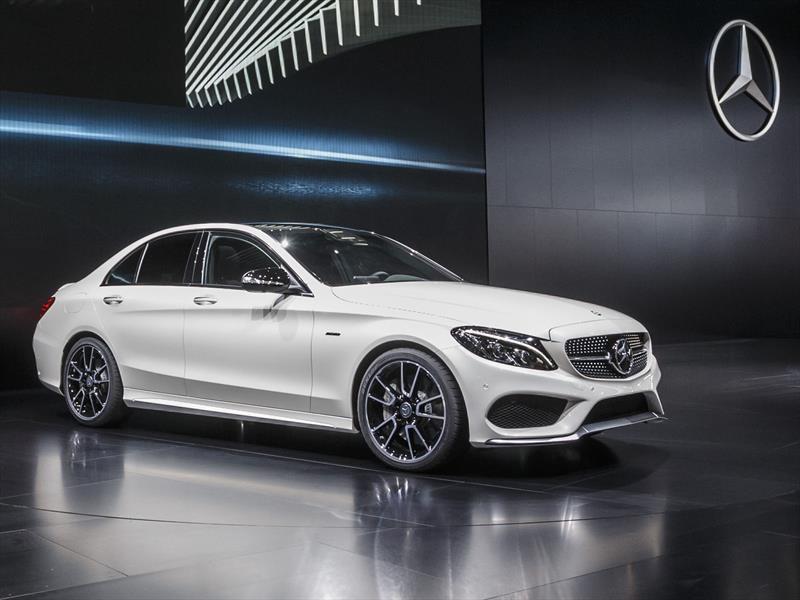 Sal n de detroit 2015 mercedes benz c450 amg sport m s for Mercedes benz deportivo