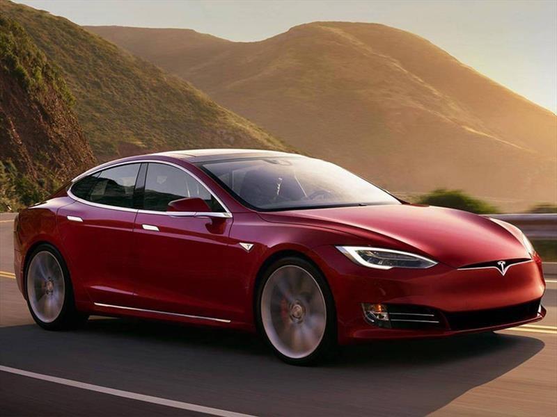 Tesla ofrece más autonomía por el Huracán Irma