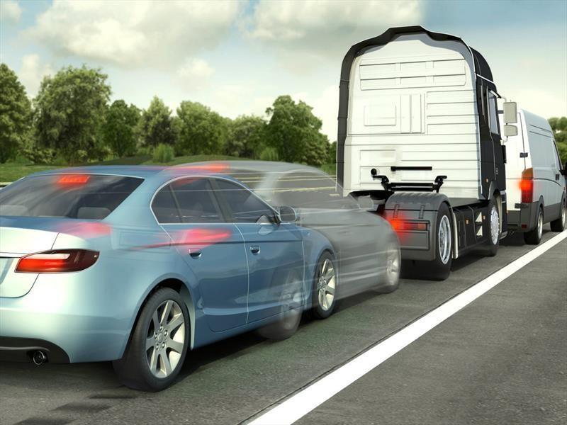 NHTSA demandada por ignorar la petición del sistema de frenado automático en automóviles