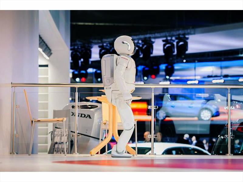 Robots de Honda se toman salón de Rusia 2012
