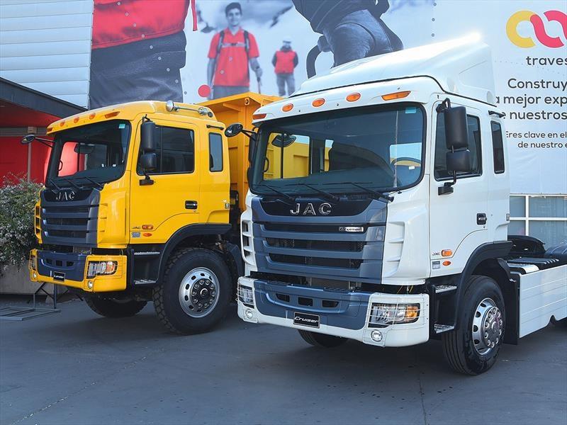JAC Lander 3262 y Cruiser 4181 debutan en Chile