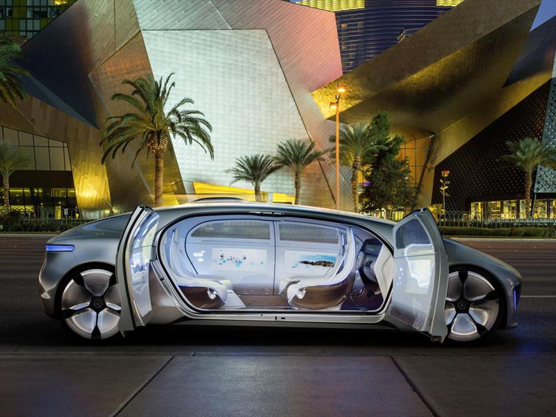 Mercedes-Benz F 015 Luxury in Motion, el auto de lujo para 2030
