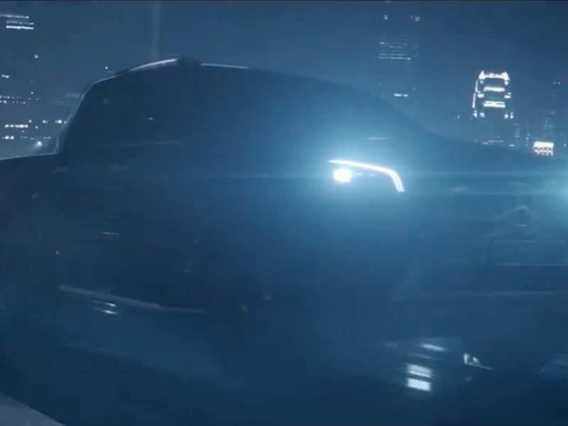 Video: la pick-up de Mercedes-Benz comienza el destape