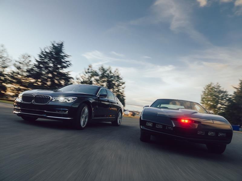 Enfrentamos al BMW 750i 2017 contra el K.I.T.T. de Knight Rider
