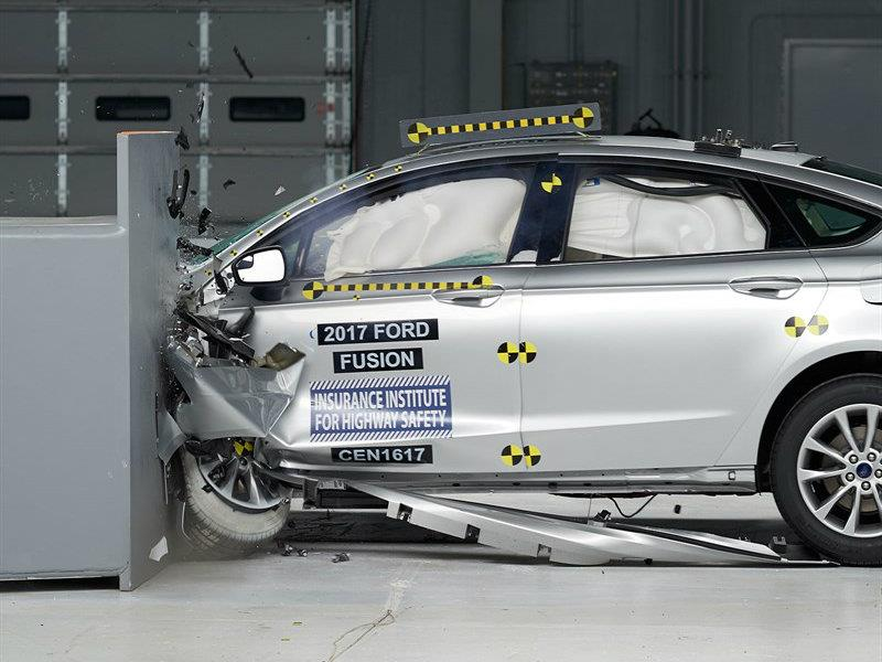 Lincoln MKZ 2017 galardonado con el Top Safety Pick+ del IIHS