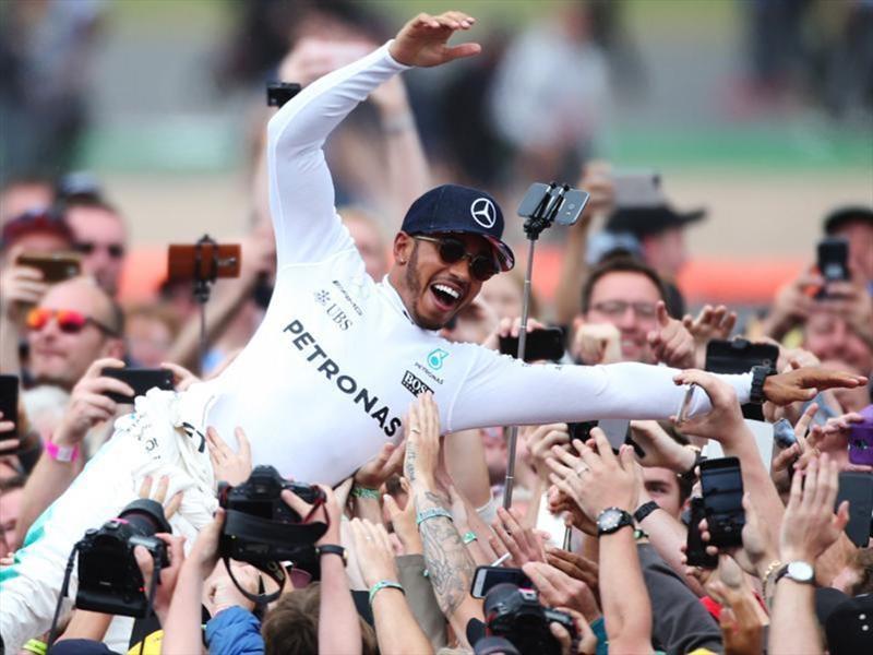 Hamilton ganó el GP de Italia y es líder el campeonato