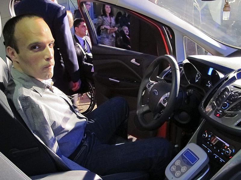 Un español sin brazos, con licencia para manejar