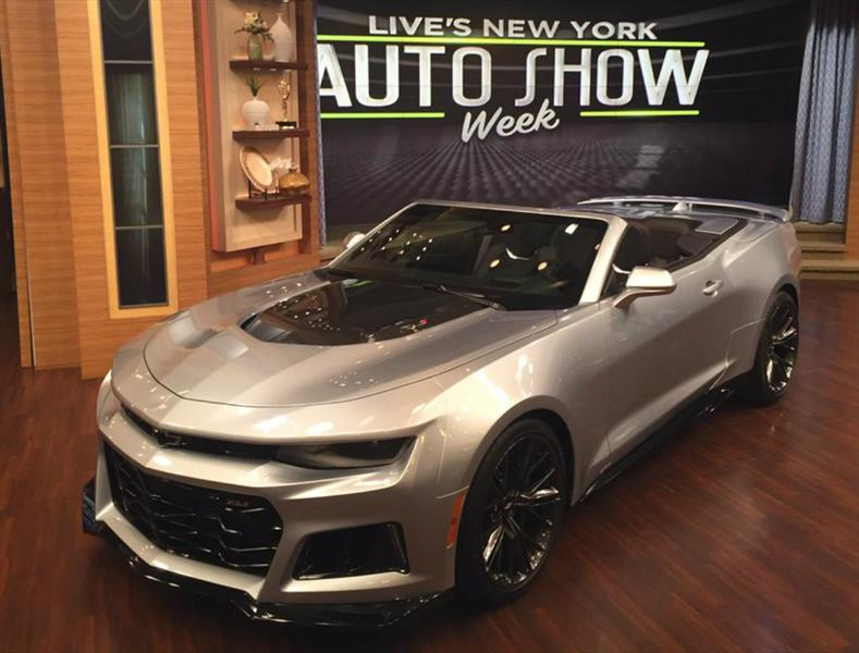 Chevrolet Camaro ZL1 Convertible 2017, 640 caballos corriendo al aire libre