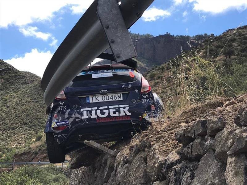 Ford Fiesta se accidenta en el Campeonato Europeo de Rally