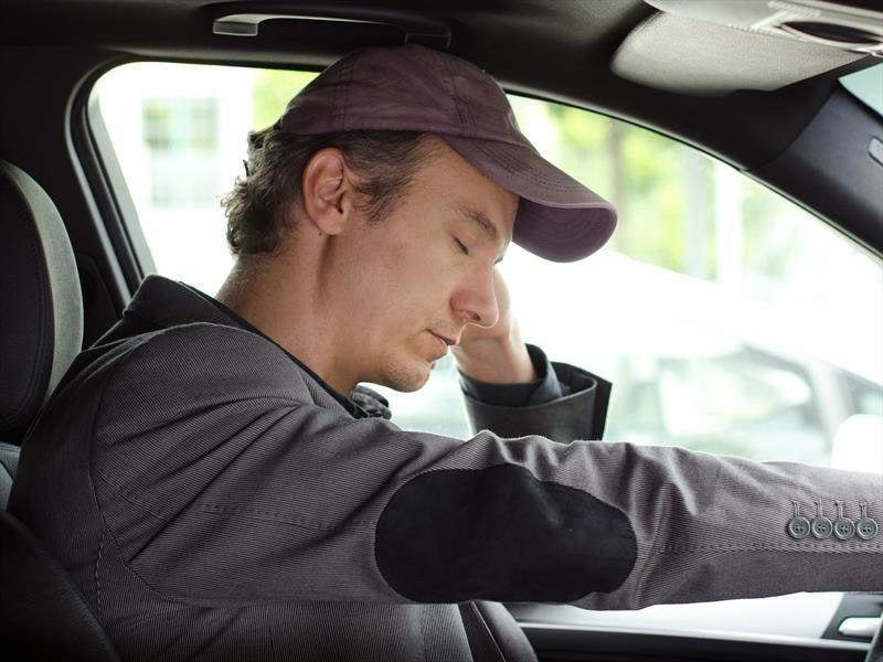 ¿Por qué es importante conducir descansado e hidratado?