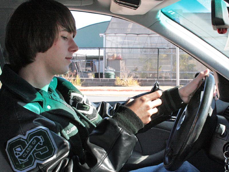 10 hábitos más peligrosos que distraen al manejar