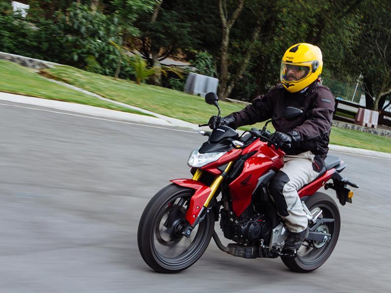Manejamos la Honda CB 190R 2016