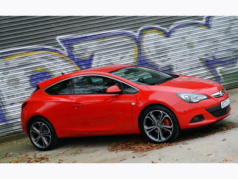 """Opel Astra GTC y Corsa OPC """"Nürburgring Edition"""" llegan a Chile"""