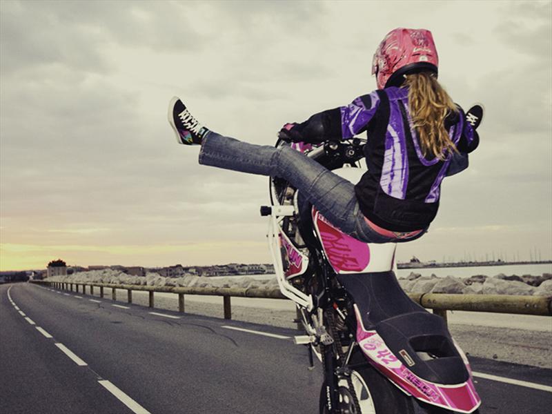 Leah Petersen, una mujer al extremo sobre dos ruedas