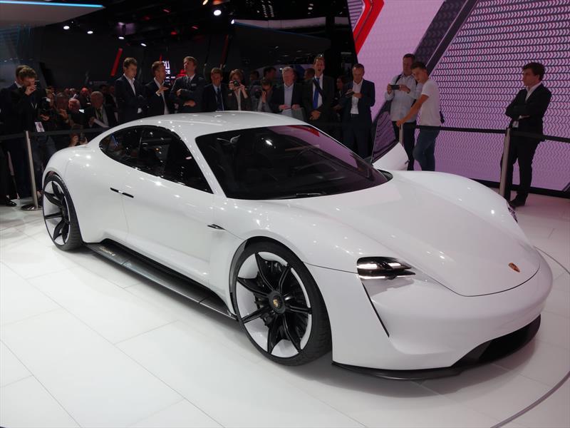 Porsche Mission E, 600 hp de poder eléctrico