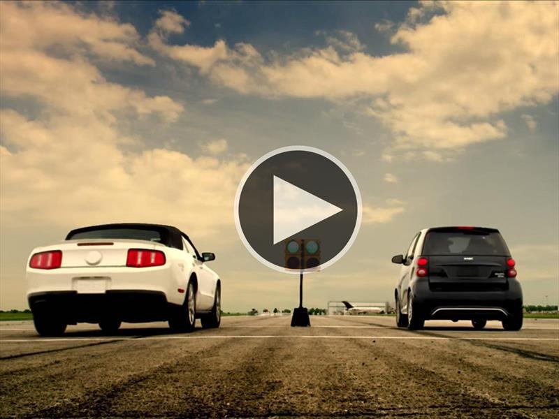 Video: El smart eléctrico le corre picadas a varios autos deportivos