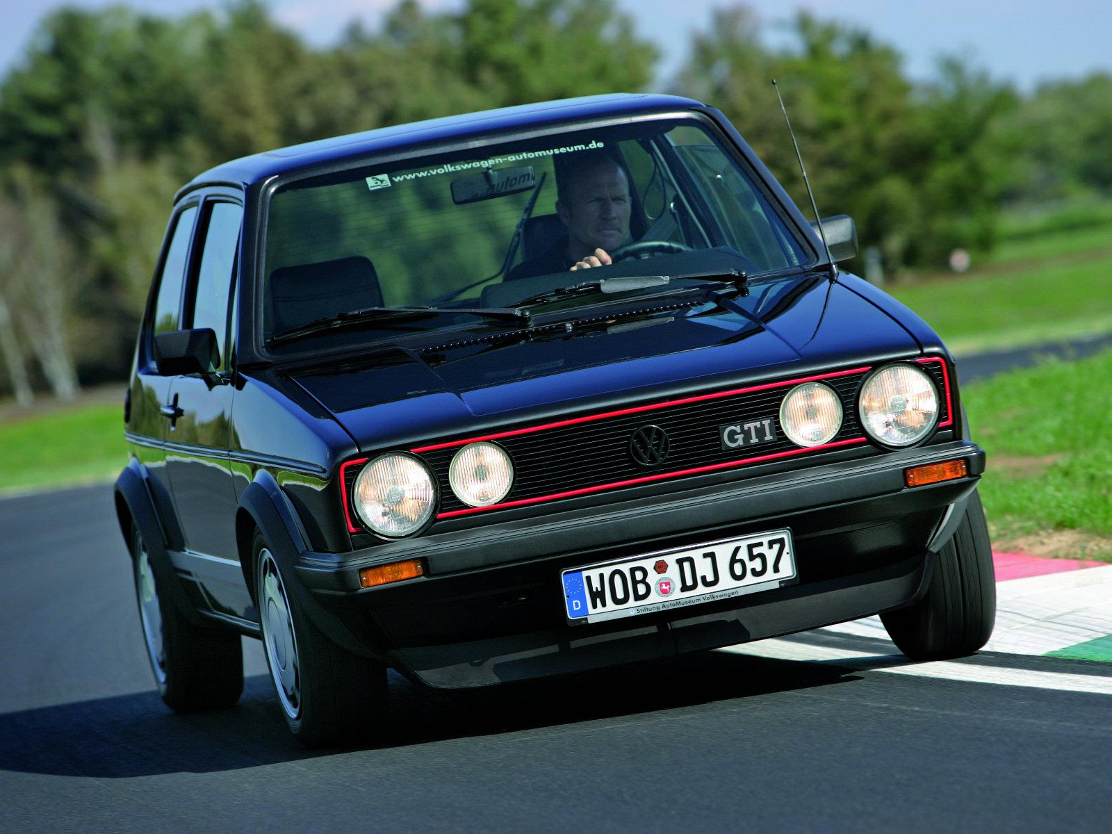 volkswagen golf gti y sus siete generaciones. Black Bedroom Furniture Sets. Home Design Ideas