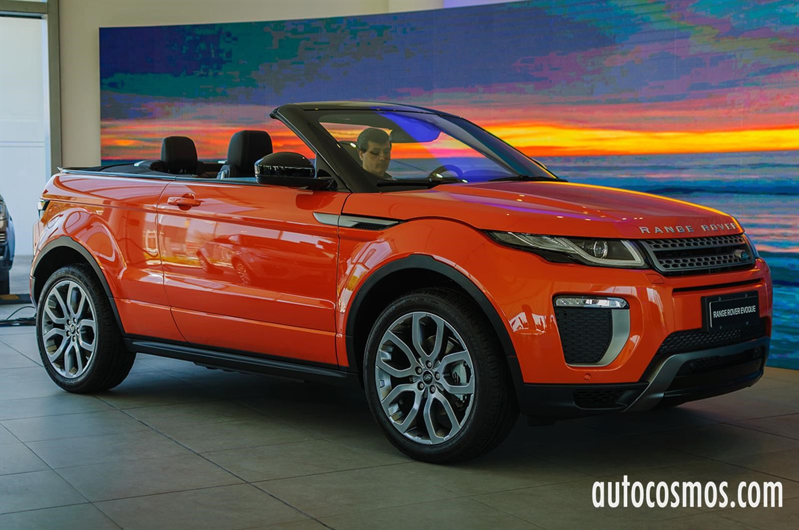 range rover evoque cabrio estrena variante black pack. Black Bedroom Furniture Sets. Home Design Ideas