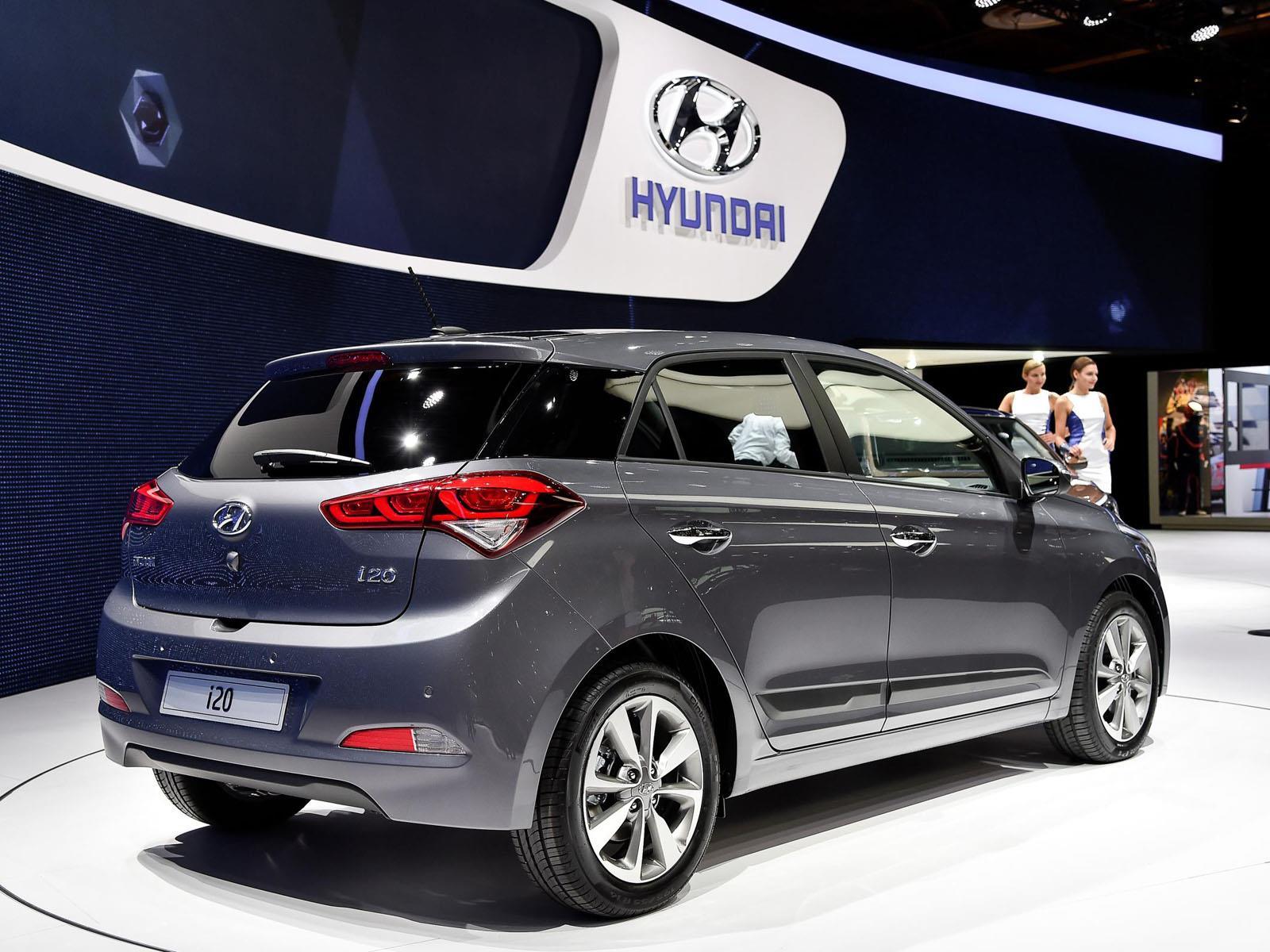 Sal n de par s 2014 el hyundai i20 se muestra en el for Garage hyundai paris 18