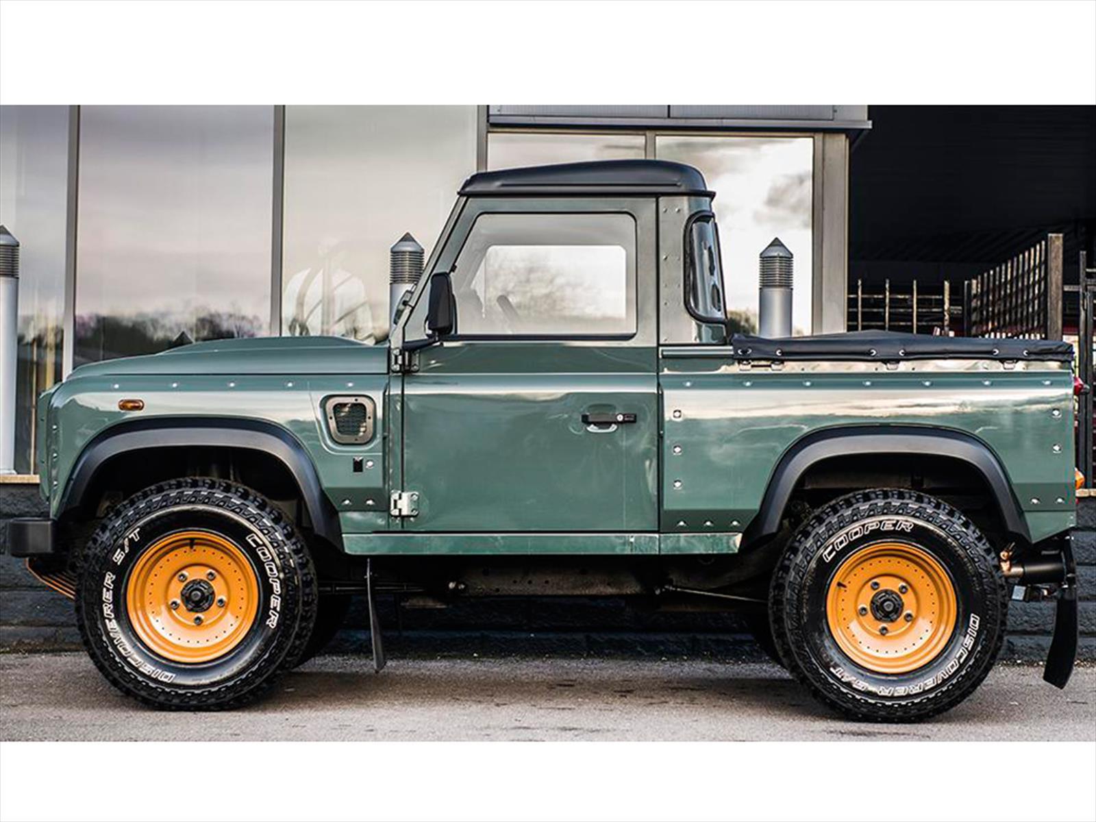 Land Rover Defender Pickup Por Kahn Design Autocosmos Com