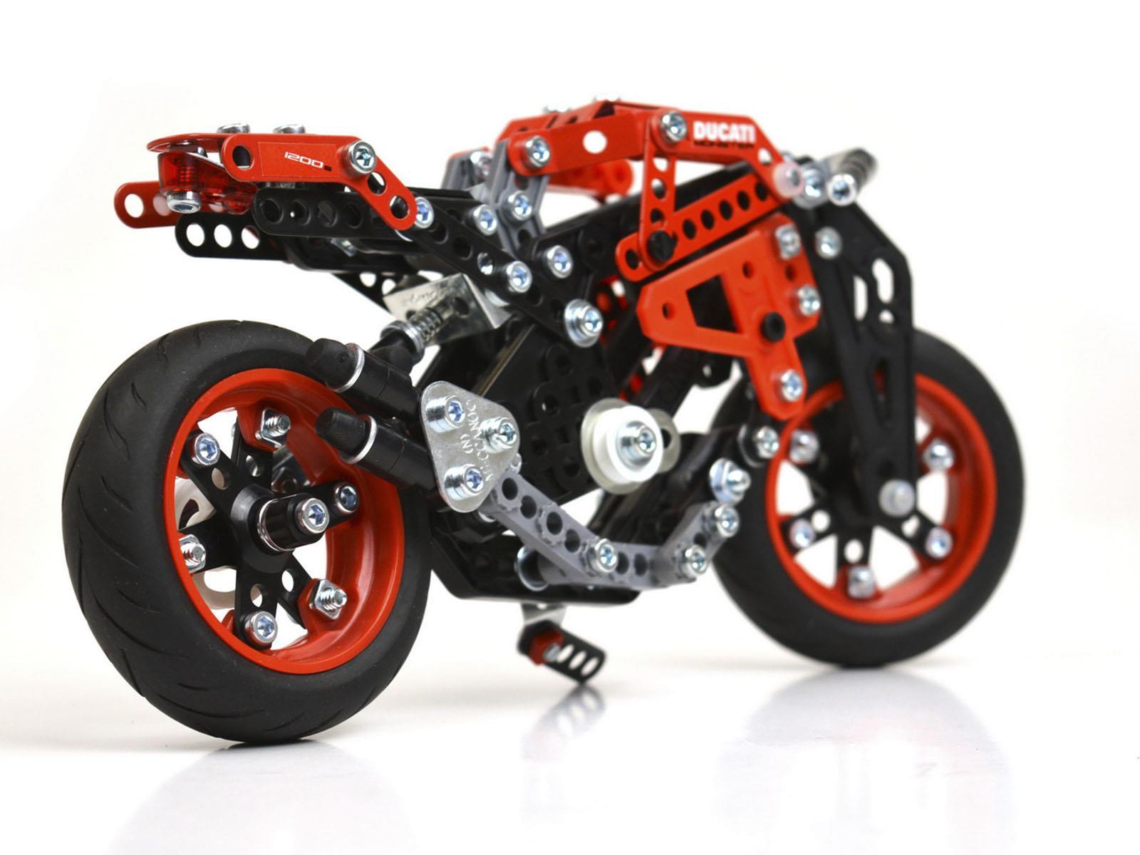 Meccano Ducati Monster 1200 S, lo último en juguetes - Autocosmos.com