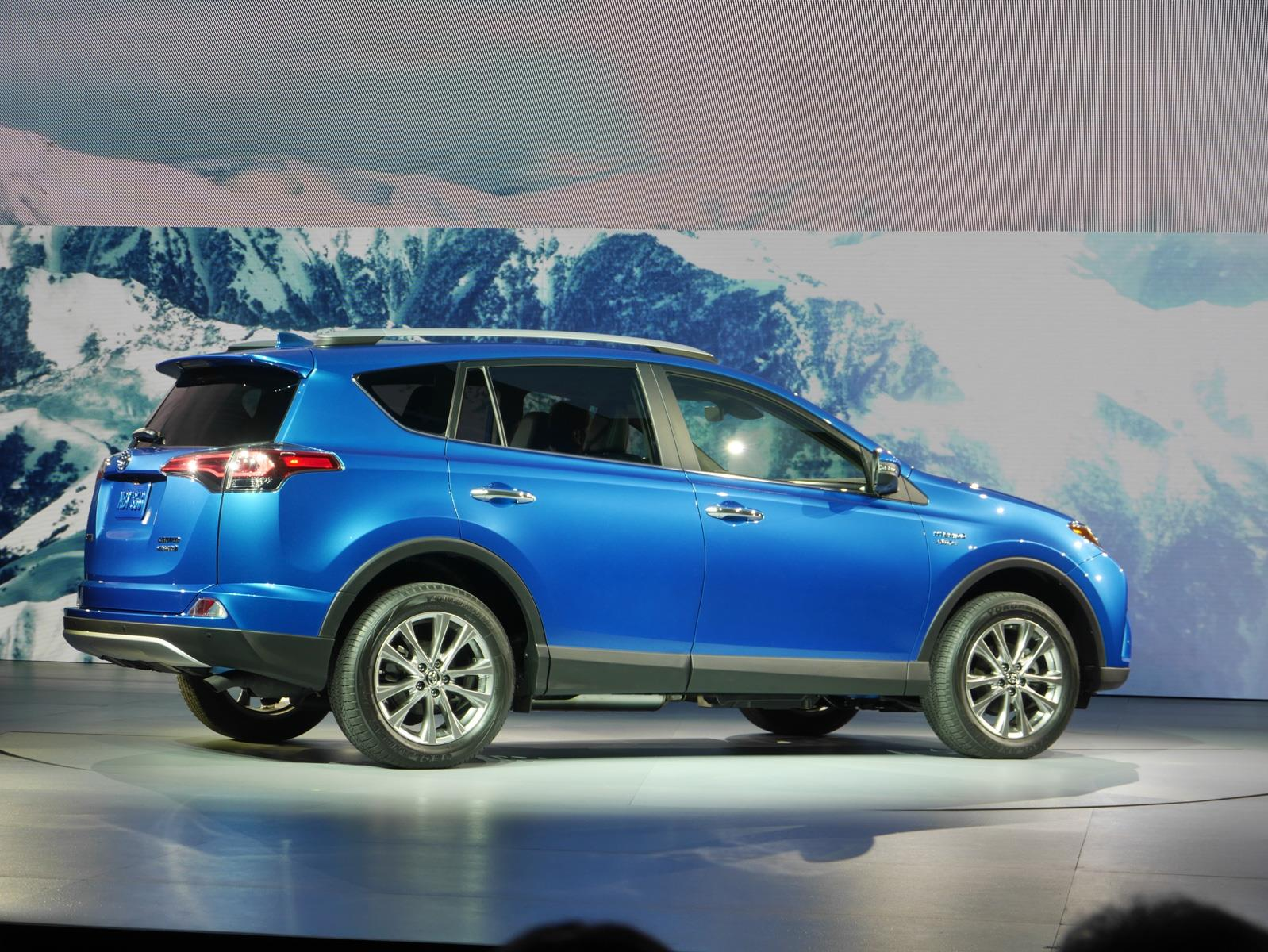 auto show de nueva york 2015 toyota rav4 hybrid 2016 se presenta noticias novedades y. Black Bedroom Furniture Sets. Home Design Ideas
