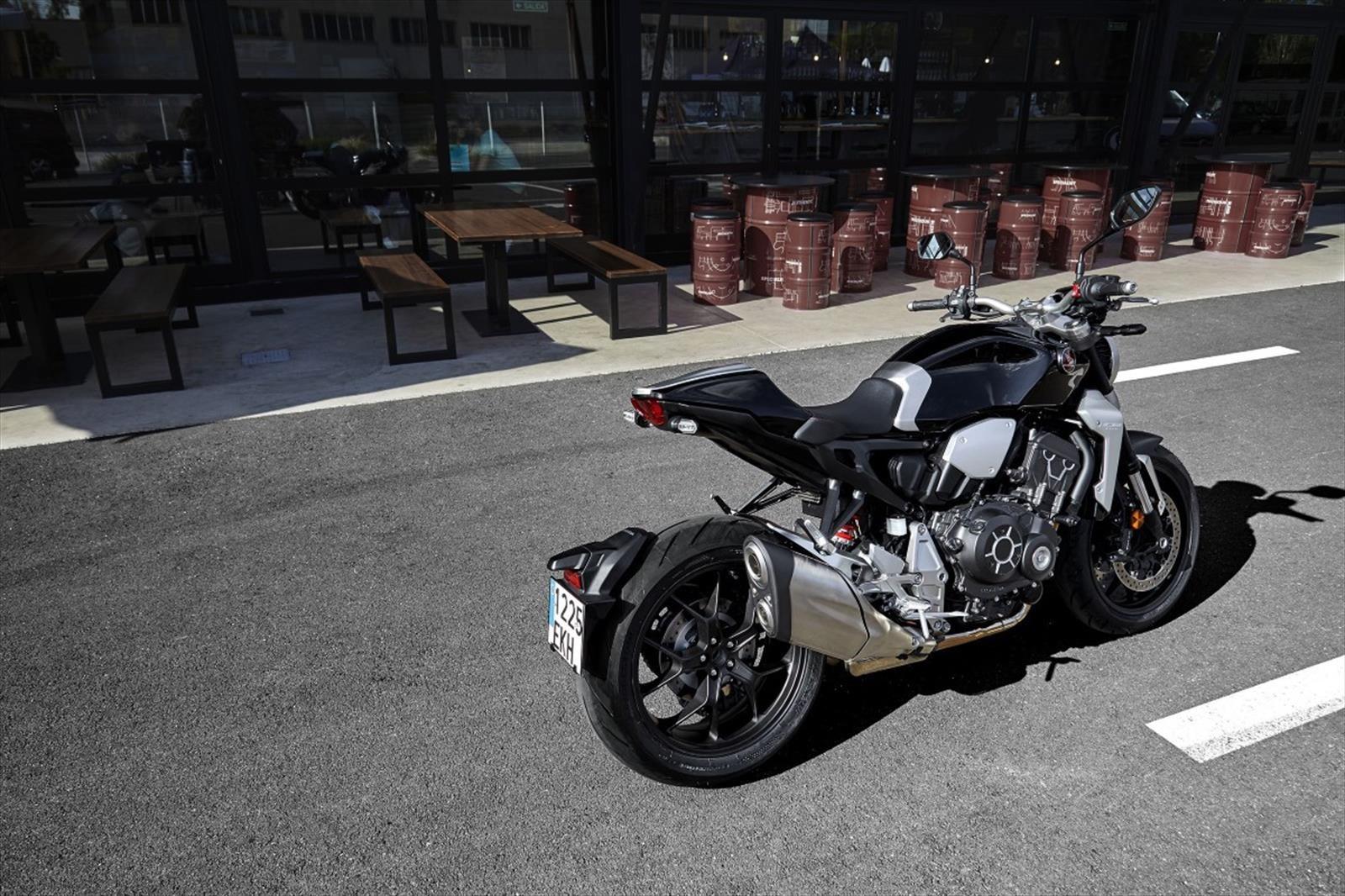 Honda CB1000R 2018, más prestaciones y diseño minimalista