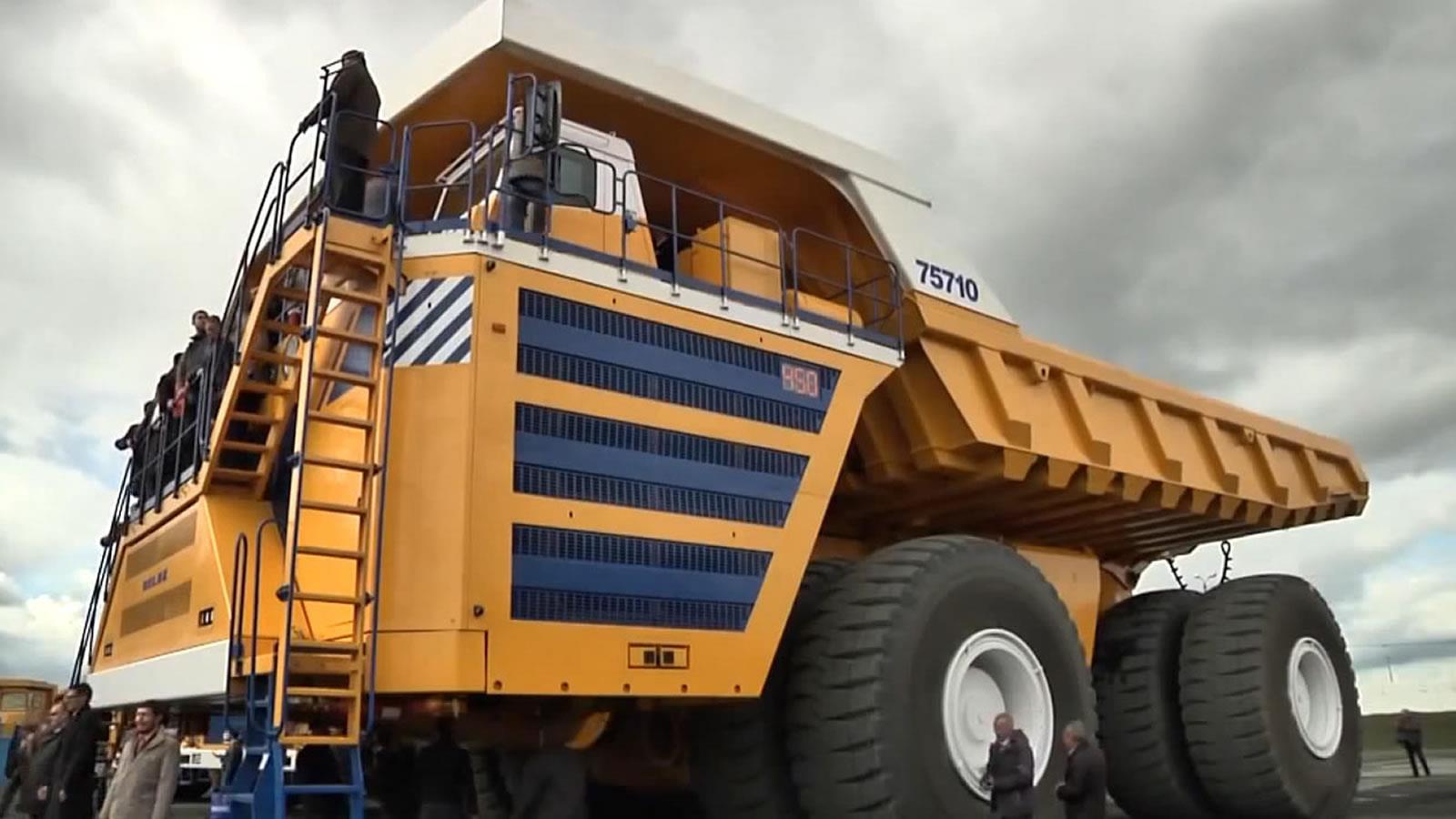 BelAZ 75710, el camión de volteo más grande del mundo