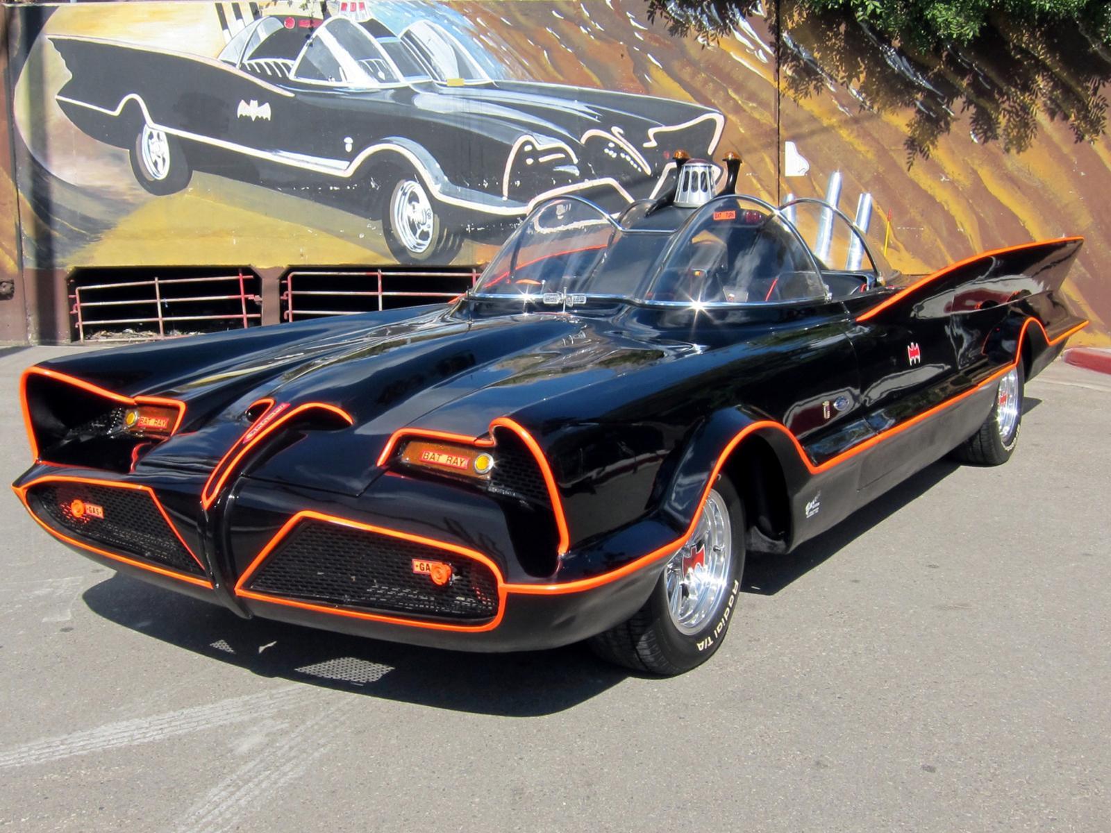 Century Ac Motor >> El Batimóvil original de 1966 se subasta en 4.6 millones ...