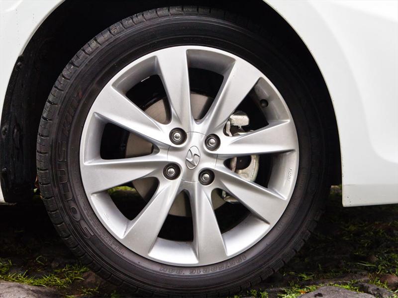 Dodge Attitude GL 2012 prueba
